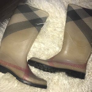 authentic Burberry rain boots 🦋